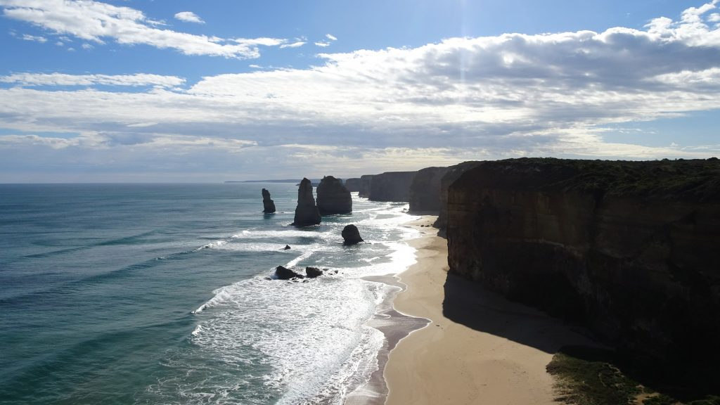 Day trips from Melbourne - The Great Ocean Roads 12 Apostles.