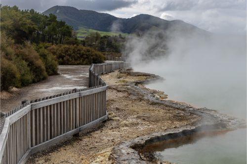Wai-O-Tapu footpath with steam