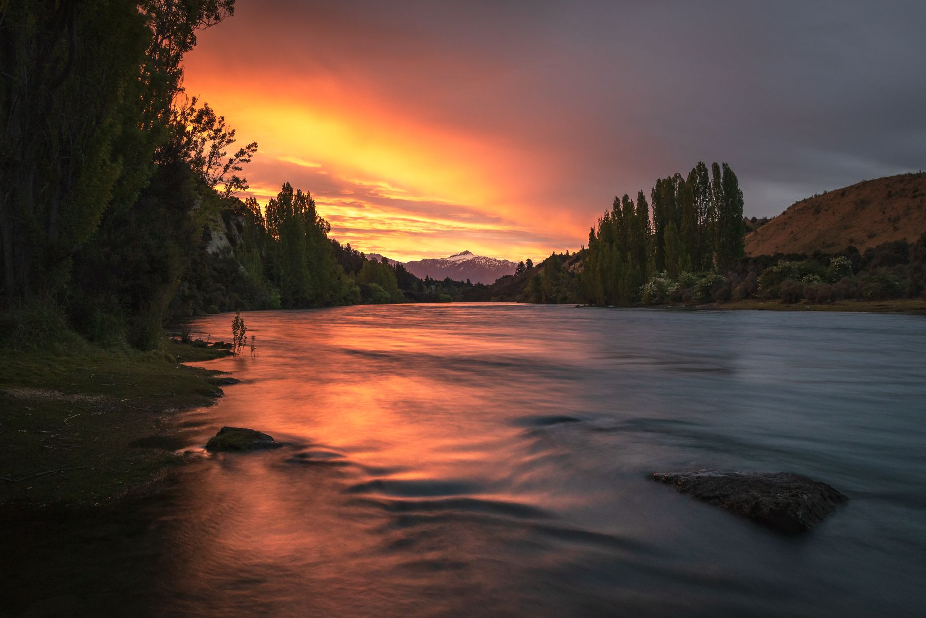 Our favourite thing to do in Wanaka is head to the water and watch the sunset